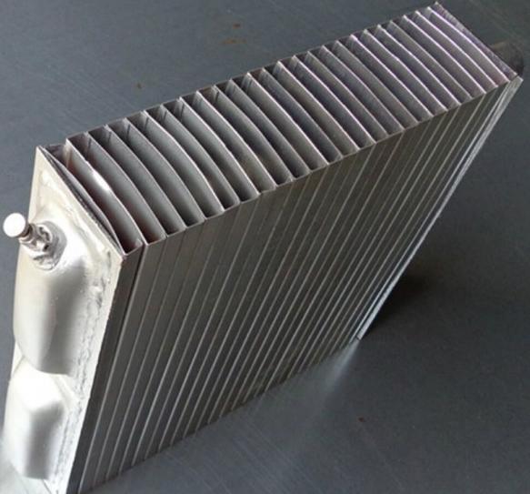 老式钢制暖气片