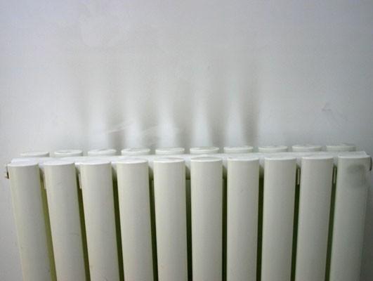暖气片熏墙